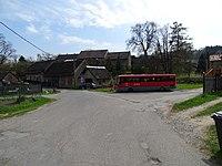Řepčice (VP), náves s autobusem, čp. 7 a 6.jpg