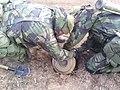 Бійці 8-го ОПСпП встановлюють протитанкову міну в зоні проведення АТО..jpg
