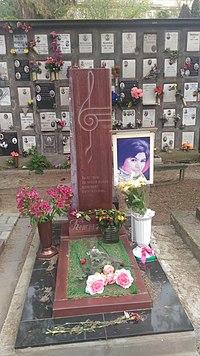 Могила Майи Кристалинской на Новом Донском кладбище Москвы.jpg