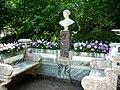 Скамья-памятник Великой княгине Александре Николаевне, 2011-09-26.jpg