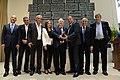 קבוצת הפועל כפר סבא מקבלת את פרס מועדון האוהדים.jpg