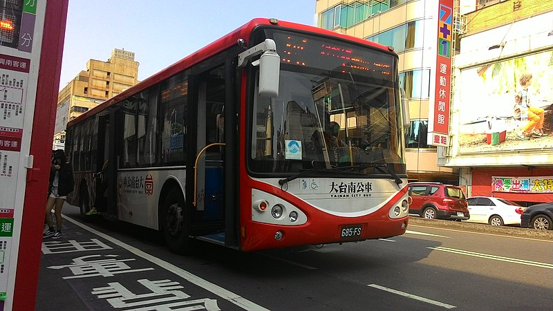 File:幹線公車(紅幹線塗裝).jpg