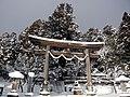 戸隠神社 中社宮前バス停付近 Shrine gate of Togakushi-jinja Chūsha 2010.12.31 - panoramio.jpg
