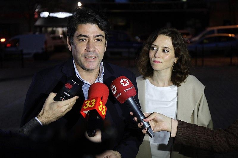 David Pérez con Díaz Ayuso. Autor: PP Comunidad de Madrid, 23/02/2019. Fuente: Flickr (CC BY 2.0.)