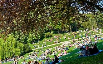 Parc des Buttes Chaumont - Image: 070422 Parc des Buttes Chaumont 001