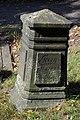 1749 verstorbener Georg Friedrich Dinglinger, Grabstein des Sohnes vom Festungsbaumeister, Gartenfriedhof Hannover.jpg