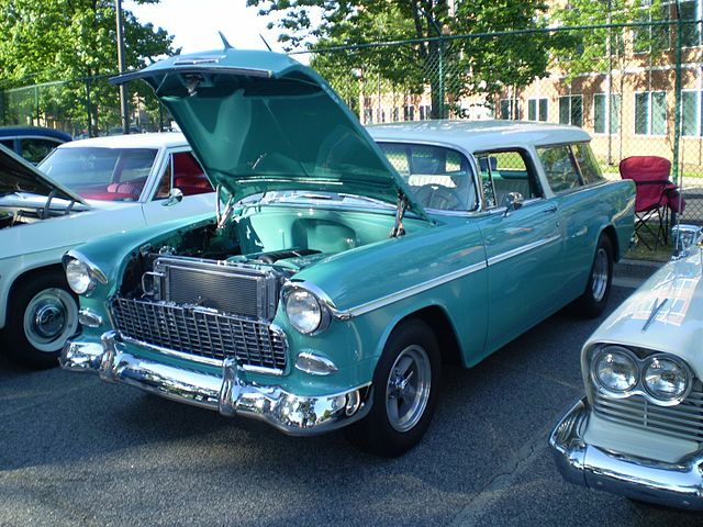 https://upload.wikimedia.org/wikipedia/commons/thumb/6/60/1955_chevrolet_bel_air_nomad_%28observe%29.JPG/640px-1955_chevrolet_bel_air_nomad_%28observe%29.JPG
