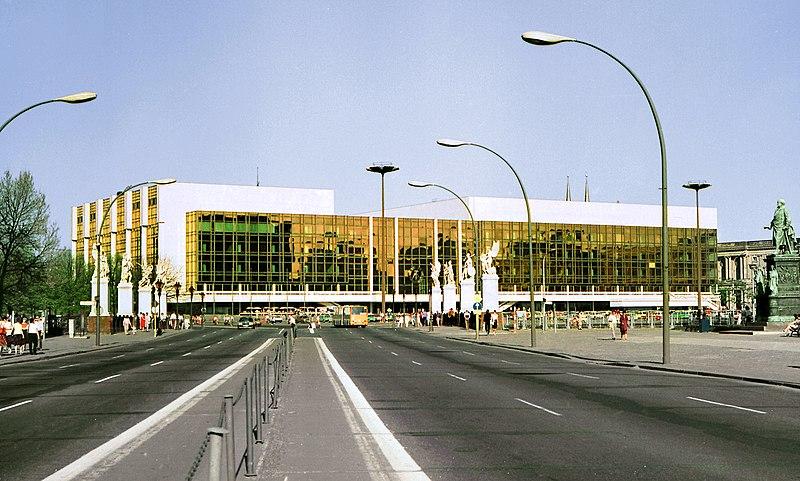 File:19860503400NR Berlin Palast der Republik Marx-Engels-Platz.jpg