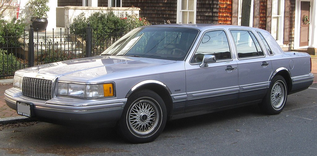File 1993 1994 Lincoln Town Car 01 27 2010 Jpg Wikimedia Commons
