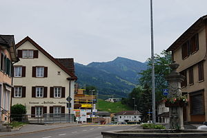 Dorfzentrum, Blick auf den Speer