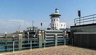20120519 Keersluis en uitkijktoren Havendienst Harlingen Fr NL.jpg