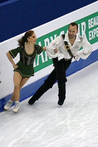 Figure skating - Pair skaters performing crossovers