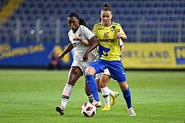 20180912 UEFA Women's Champions League 2019 SKN - PSG Enzinger Geyoro DSC 4819.jpg