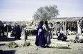 ASC Leiden - van Achterberg Collection - 1 - 222 - Un marché avec des hommes et des femmes pour, entre autres, des tissus - Léré, Tombouctou, Mali - 9-29 novembre 1996.tif