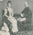 A rainha Maria Pia e seu filho D. Afonso, duque do Porto - Cliché Bobone.png