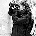 A tourist photographer evaluating the quality of the previous photo (43028984064).jpg