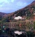 Abbazia San Michele sulle rive del lago piccolo di Monticchio.jpg