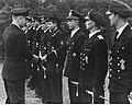 Admirał Karl Donitz podczas spotkania z zasłużonymi marynarzami niemieckiej marynarki wojennej (2-2609).jpg