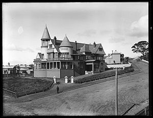 New Zealand Division of the Royal Navy - Admiralty House, Auckland, used from 1902 to 1903 when it became the Glenalvon Hotel: it was demolished in 1915