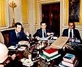 Adolfo Suárez preside el Consejo de Ministros durante su cuarto Gobierno.jpg