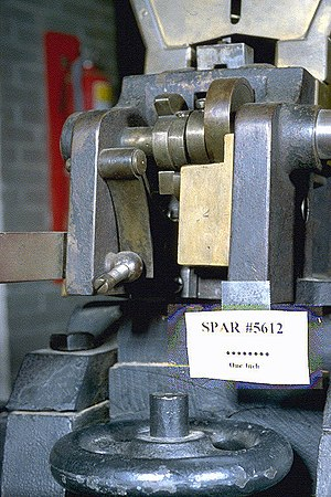 Agar gun - Breech detail seen from the rear; the bottom of the hopper funnel appears in the top right corner