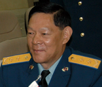 Air Force (PLAAF) Lieutenant General He Weirong 空军中将何为荣 (Gen. Paul V. Hester and Chinese Lt. Gen. He Weirong await to receive the People's Liberation Army Air Force mission briefing July 24 in Beijing.).png
