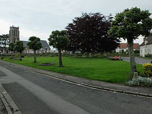 Alincthun - The green in front of the church