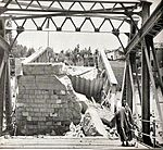 תצלום גשר אלנבי לאחר שהוחרב בליל הגשרים