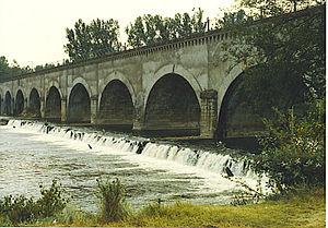Allier (river) - Image: Allier Pont Canal Le Guétin