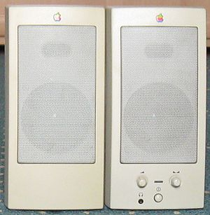 PowerCD - AppleDesign Powered Speakers (M6082)