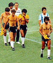 f661c9ada5 Demise in 1982  the end of an era and the beginning of the Maradona  era edit
