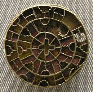 Belluno Treasure - Image: Arte longobarda, da sutri, spilla d'oro e smalto, fine VI inizio VII sec