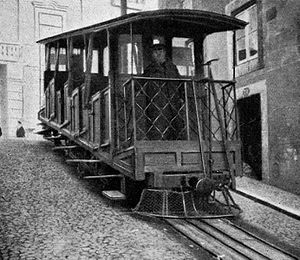 Ascensor da Bica - A view of the funicular car at the top stop (in 1909)