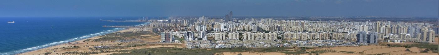 העיר ורצועת החוף, במבט מחולות ניצנים