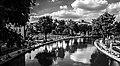 Au bord du canal (14220998032).jpg