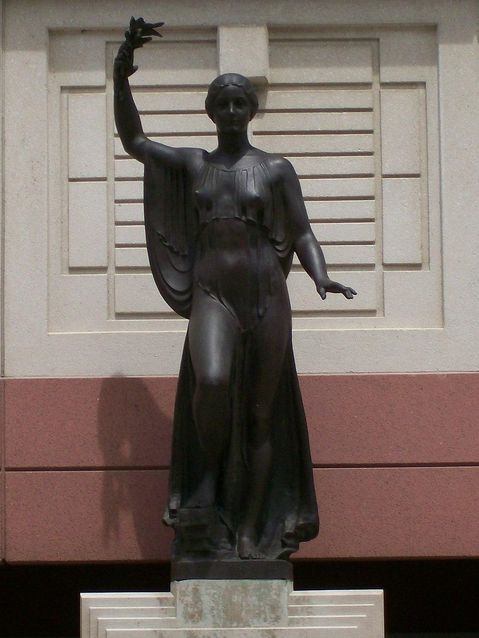 Aurora Eos Statue detail