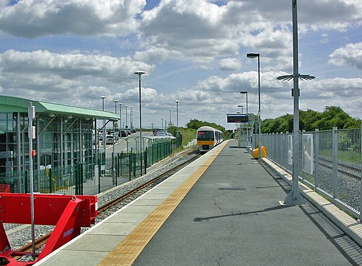 Aylesbury Vale Parkway station SE view geograph-3244036-by-Ben-Brooksbank