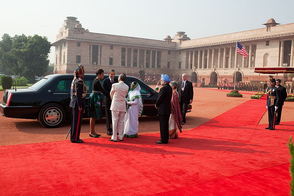 Barack and Michelle Obama are greeted by President Pratibha Devisingh Patil