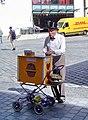 Bayreuth, Straßenmusikant, Drehorgel (01).jpg