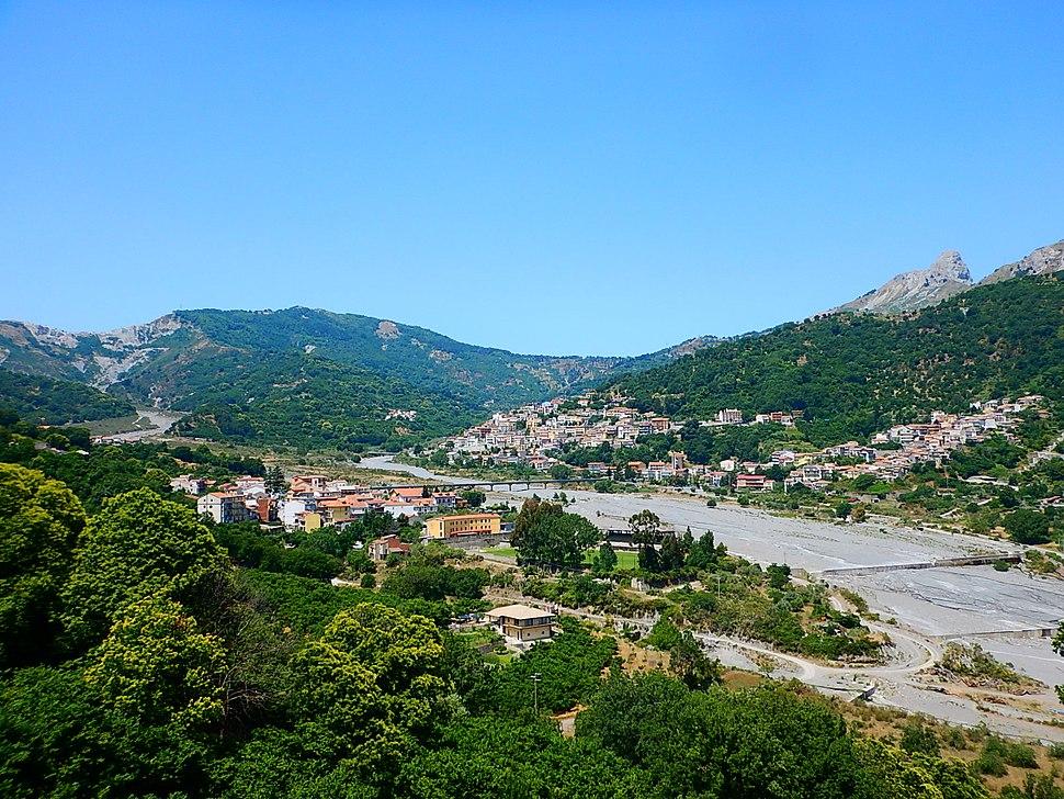 sight of Fondachelli Fantina under the Rocca di Salvatesta