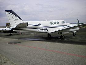Beech Model B90 King Air correspondant aux caractéristiques données dans cet infobox