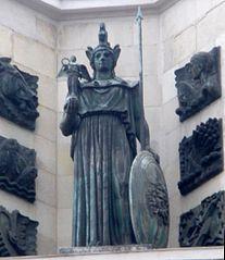 statue on Gran Vía 4