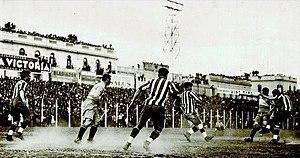 Superclásico - A Superclásico of 1931. River Plate still wore the stripped jersey, then replaced by the diagonal sash design in 1932.