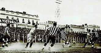 Superclásico - A Superclásico of 1931. River Plate still wore the striped jersey, then replaced by the diagonal sash design in 1932.