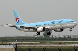 Boeing 737-9B5, Korean Air JP6265360.jpg