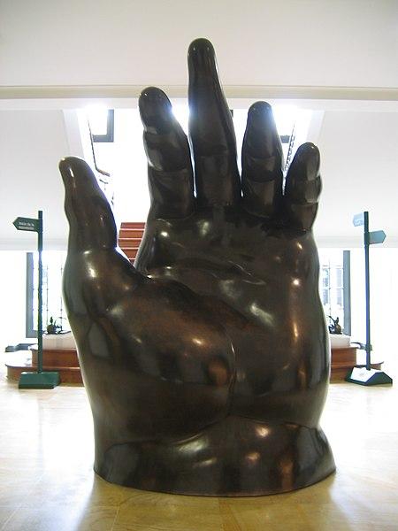 Ficheiro:Botero-hand.jpg