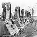 Bouw stormvloedkering Oosterschelde, op het werkeiland Neeltje Jans krijgt het w, Bestanddeelnr 931-9714.jpg