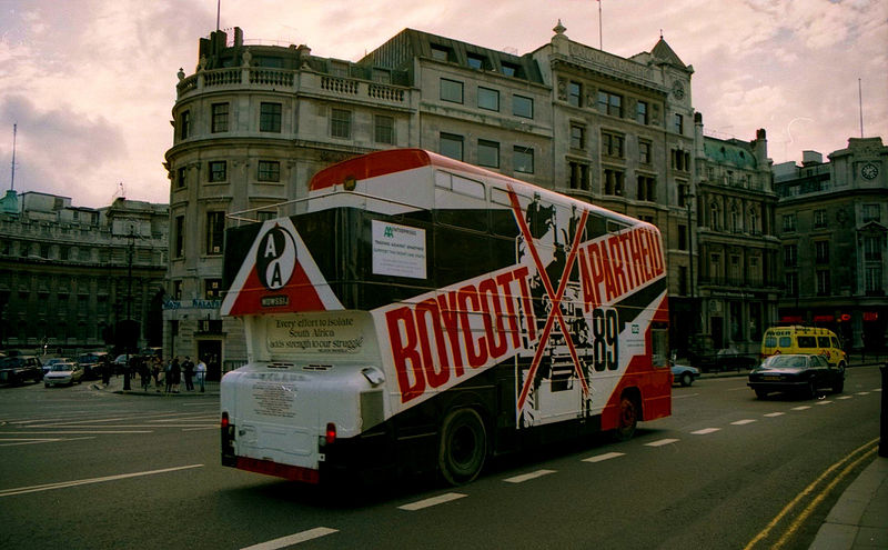 Fichier:Boycott Apartheid Bus, London, UK. 1989.jpg
