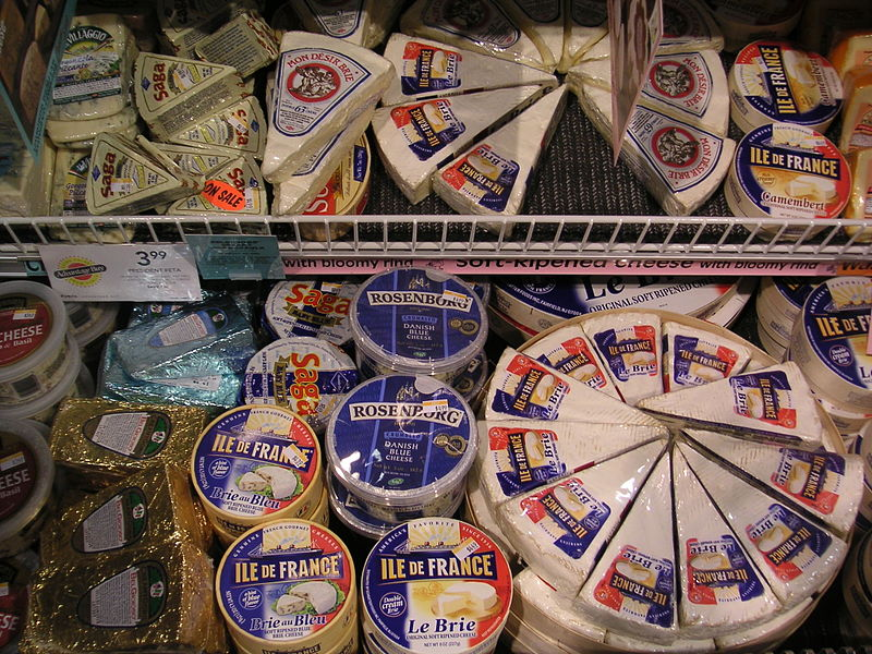 upload.wikimedia.org_wikipedia_commons_thumb_6_60_brie_on_display_at_supermarket.jpg_800px-brie_on_display_at_supermarket.jpg