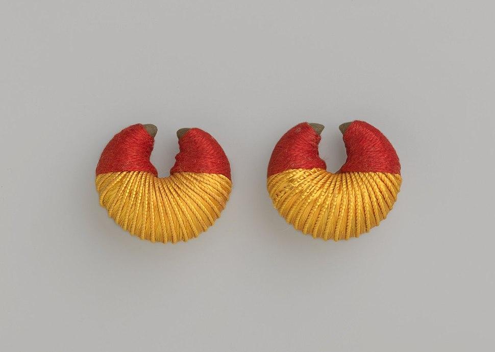 Brooklyn Museum 2000.39.2a-b Pair of Earrings